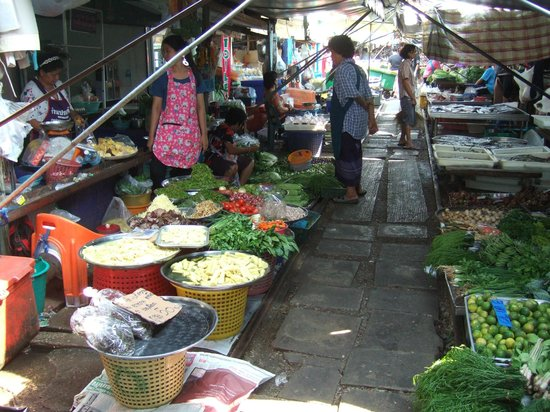 Pasar Rel Kereta Maeklong (Talad Rom Hub): MR market