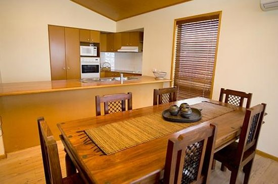 Castaway Cove: Beach Villa Kitchen/Dining Area