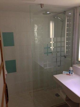 Novotel York Centre: shower