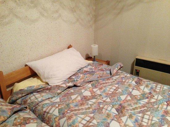Le Vetine Hotel : radiateur ridicule pour la chambre