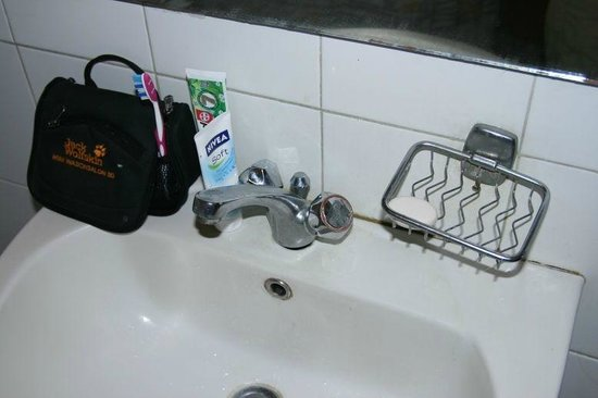 Kandyan Reach Hotel: Alles hängt schief. Nichts wird repariert.