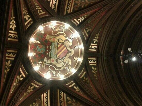 Manchester Town Hall: Manchester coat of arms in ceiling
