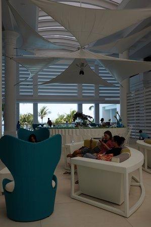 Movenpick Hotel Mactan Island Cebu: Hotel Lobby