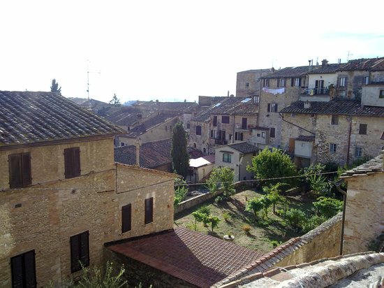 Fabio Apartments San Gimignano: Beautiful view from the window