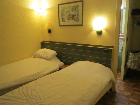 Hotel Campanile Liege Luik : chambre super étroite,,