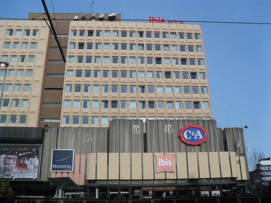 Ibis Strasbourg Centre Halles : Struttura vista dall'esterno