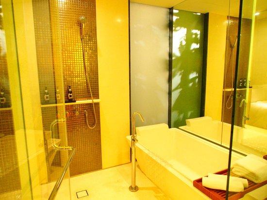 Hansar Bangkok Hotel: Salle de bains