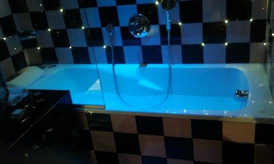 Platine Hotel: baignoire jacuzzi