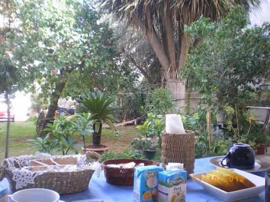 Il Dammuso vacanze short lets: Sala estiva per la colazione