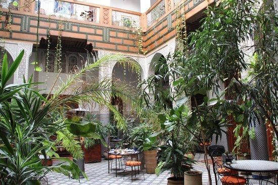Riad Al Bartal: Il patio interno per la ristorazione