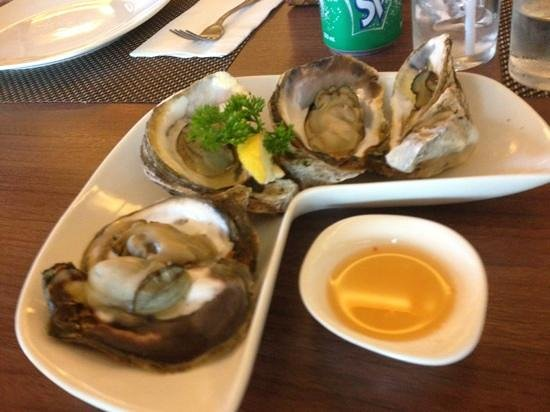 Oyster Bay Seafood Restaurant: steamed oyster