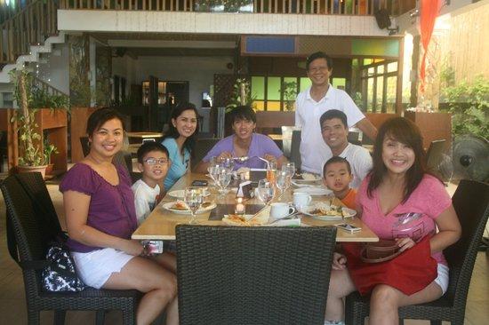 Tio Rod's Restaurant Bar & Lounge: with the owner, Mr. Lumauag