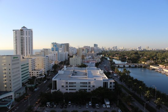 Fontainebleau Miami Beach: Collins Avenue - View from balcony