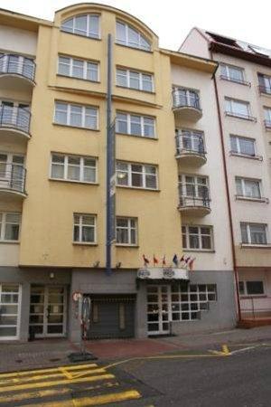 Inos: hotel entrance