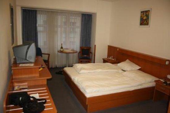 Inos: room 306