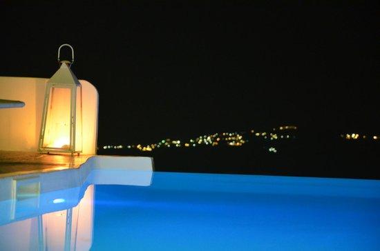 Chromata Hotel: Piscine la nuit