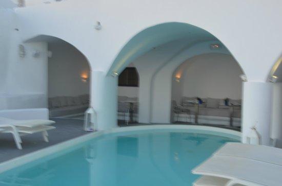 Chromata Hotel : La piscine