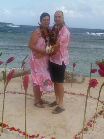 Surfside Vanuatu: Our ceremony - right on the beach, in front of the villas