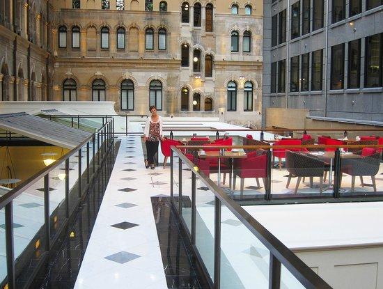 โรงแรมเวสติน ซิดนีย์: Within atrium at Heritage Room level