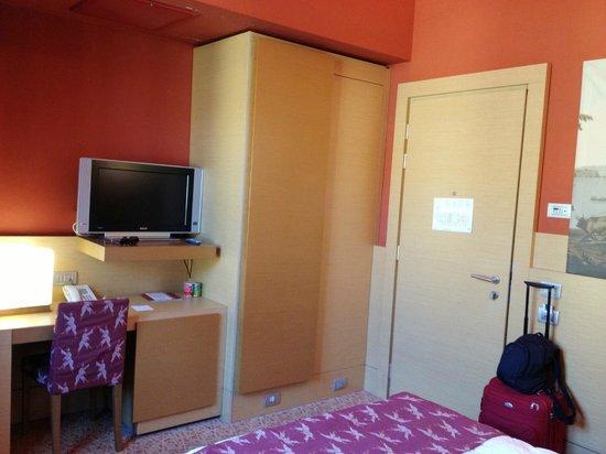 โรงแรมยูนา นาโปลี: Standard Room