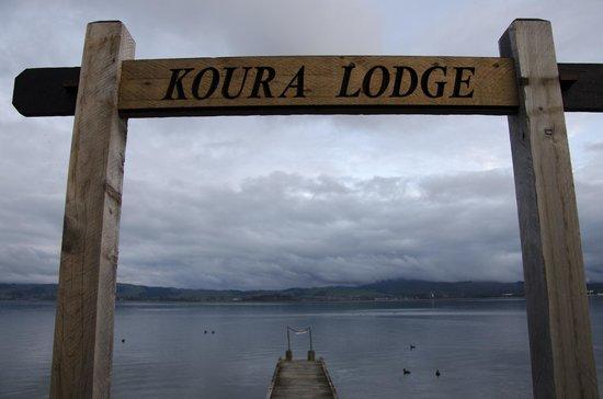 Koura Lodge: Embarcadero al lado del jacuzzi
