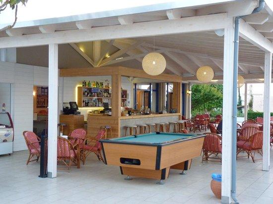 Hara Ilios Hotel: Bar de la Piscine