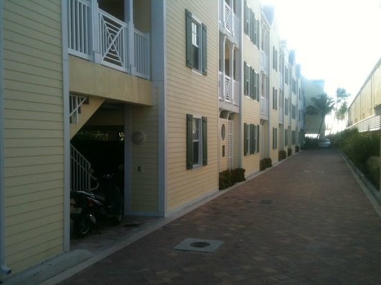 Southernmost Beach Resort: Garage underneath the rooms