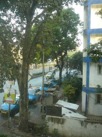 Juhu Residency Boutique Hotel: Limited street view from our room