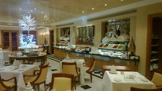 Rome Cavalieri, Waldorf Astoria Hotels & Resorts: Breakfast spread