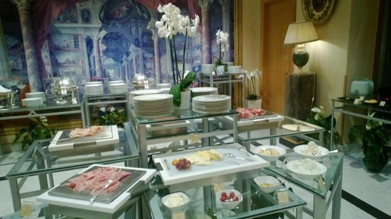 Rome Cavalieri, Waldorf Astoria Hotels & Resorts: Breakfast