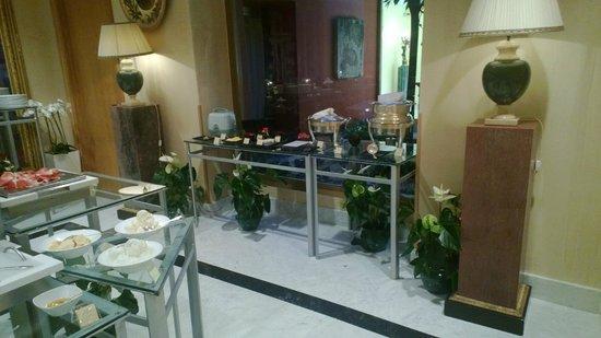 Rome Cavalieri, A Waldorf Astoria Resort: Oriental Breakfast