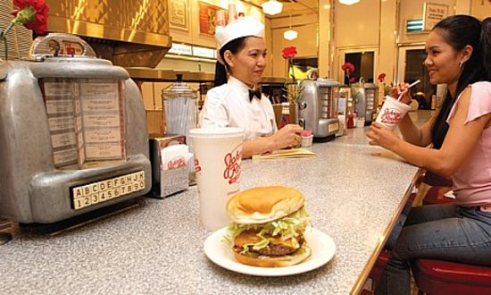 Johnny Rockets : Relax and enjoy the diner atmosphere, where the good times roll!