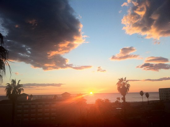 Viceroy Santa Monica: Sunset from our room