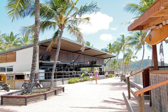 Base Backpackers Magnetic Island: The Bar & Restaurant