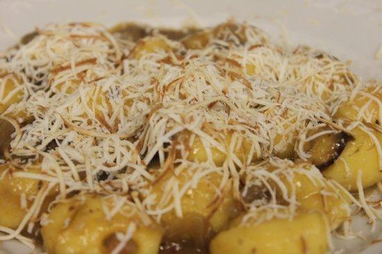 Moro Restaurant: Gnocchi freschi con speck radicchio e ricotta affumicata