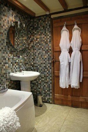 فراسيرز آت كولدهاربور فارم: Russet Bathroom 