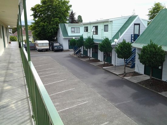 Auckland North Shore Motels & Holiday Park : View of the Chalets