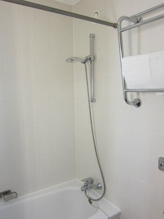 Danubius Hotel Helia: Shower/bath
