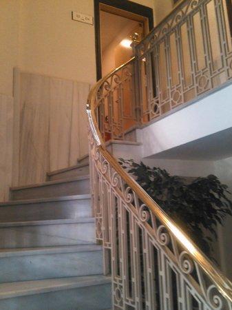 Hotel Via Augusta: Красивая лестница
