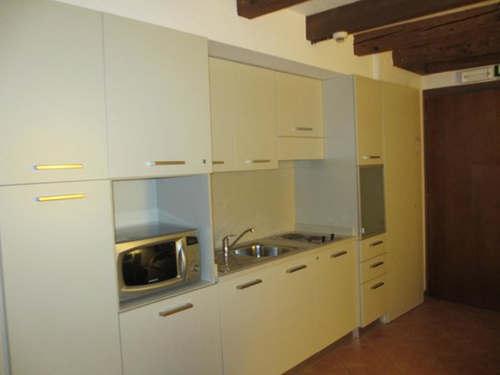 Residence Corte Grimani: Kitchen overview