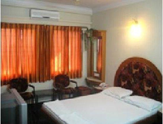 Chinna's Residency: AC Room