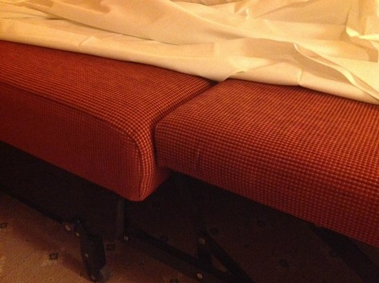 Steigenberger Alpenhotel and Spa: Sofa for sleeping (detail)