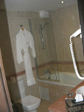 Villa Blanca Hotel & Spa : Large bathroom