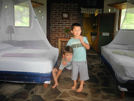 Finca Mystica: The boys very excited about their new digs