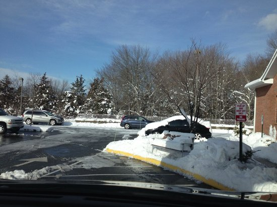 Holiday Inn Express Plainfield: Parking lot after storm