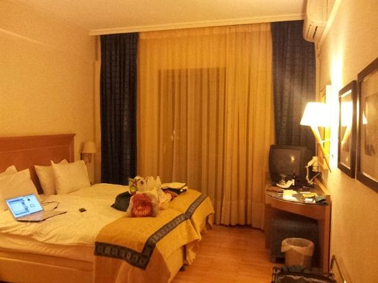 Plaka Hotel: inside a double room
