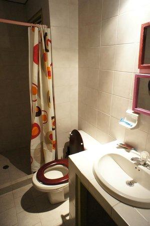 El Viajero San Andres Hostel & Suites: banheiro do quarto
