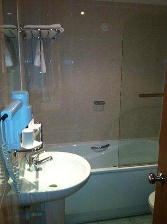 Holiday Inn Algarve - Armacao de Pera: Bathroom