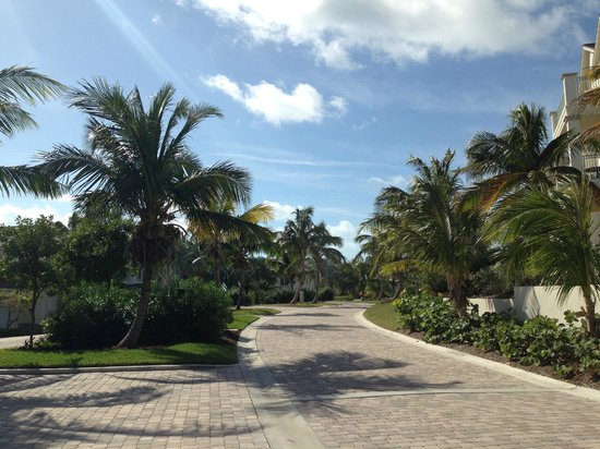 Grand Isle Resort & Spa: The manicured street