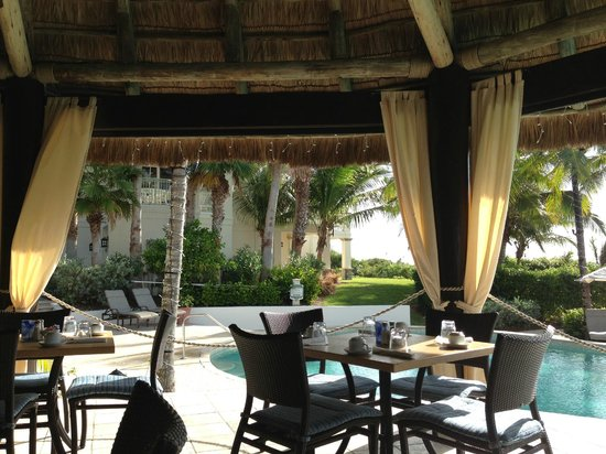 Grand Isle Resort & Spa: The poolside grill